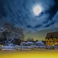 Cadolzburger Burghof im Winter bei Nacht